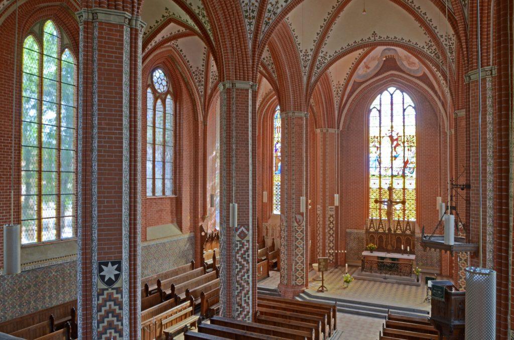 Restauriertes Hauptschiff der Stadtkirche Sternberg (Blick nach Nordosten)